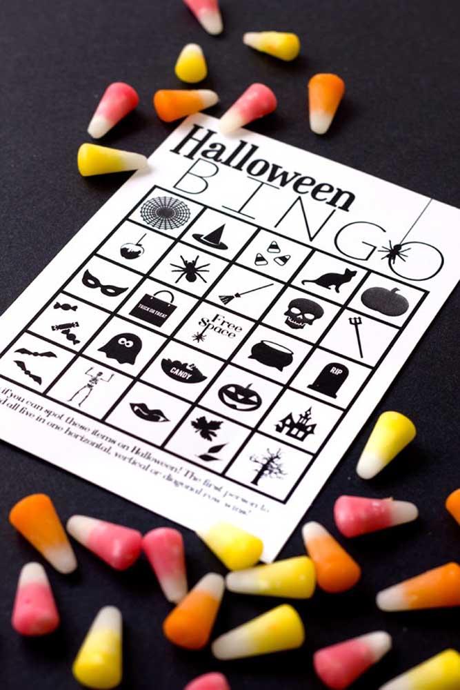 Prepare jogos divertidos para animar a noite do Dia das Bruxas.