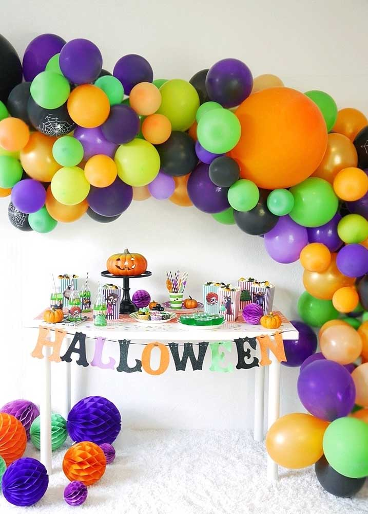 Que tal fazer uma decoração festa Halloween totalmente colorida?