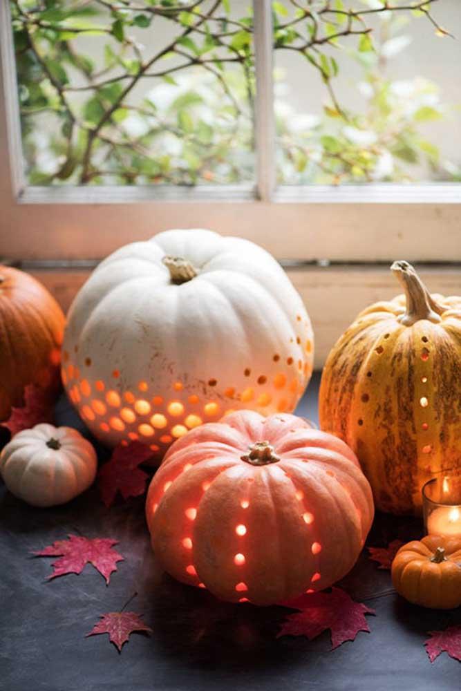 Decore a festa Halloween com abóboras.