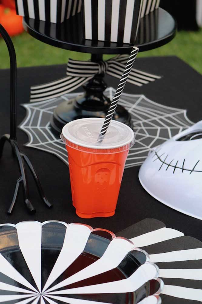 Personalize todos os itens da festa Halloween.