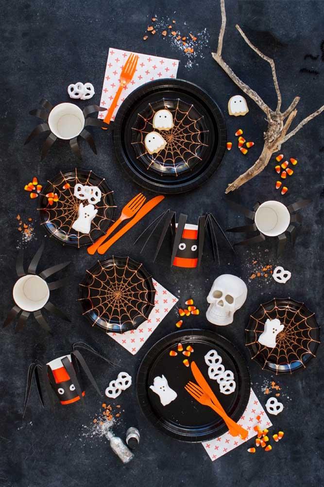 Olha como você pode decorar a mesa da festa Halloween infantil.