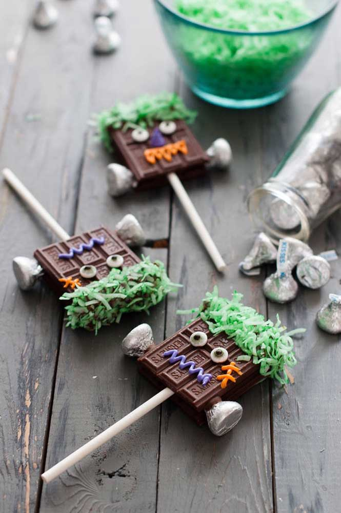 Ou quem sabe fazer um pirulito de chocolate no formato diferenciado?