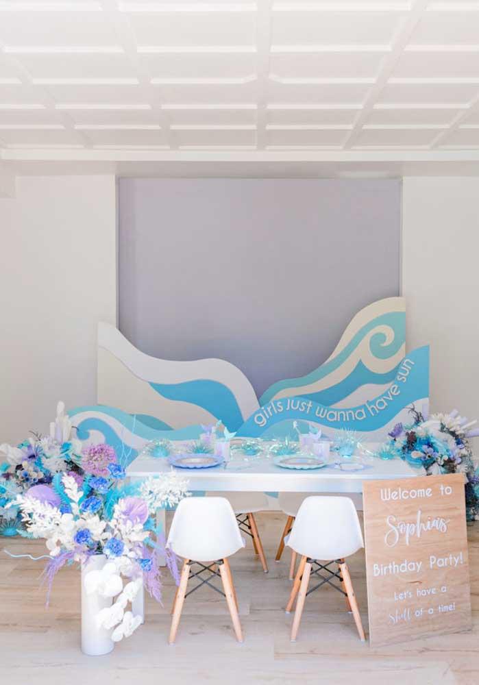 As cores azul e branco podem predominar na festa de sereia.