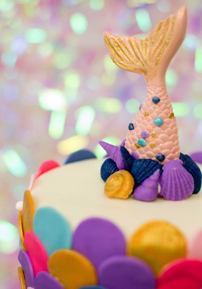 A cauda da sereia pode ser uma ótima opção para colocar no topo de bolo.