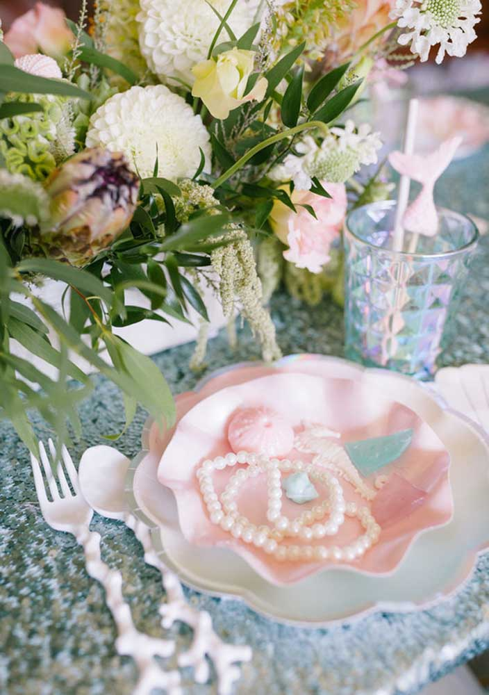 Veja o charme, sofisticação, elegância e luxo dos pratos do aniversário com o tema sereia.