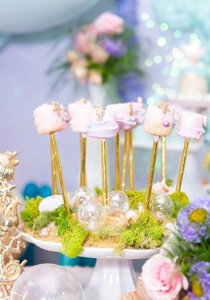 A pérola é um dos elementos decorativos da festa com o tema sereia, então use e abuse desse detalhe.