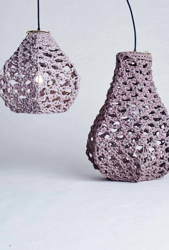 O mais bacana da luminária de barbante é que você pode fazer de diferentes formatos.