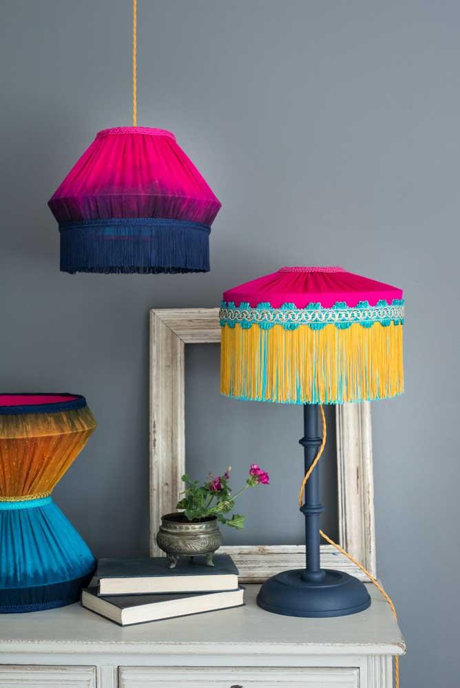 Luminárias coloridas dão o toque especial na decoração.