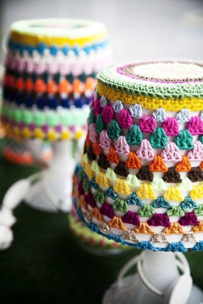 Troque a luminária de barbante pela luminária de crochê.