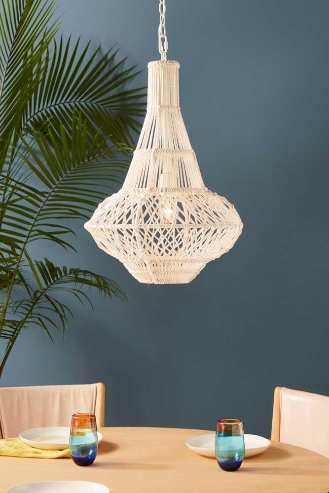 Uma luminária de barbante imponente e sofisticada.