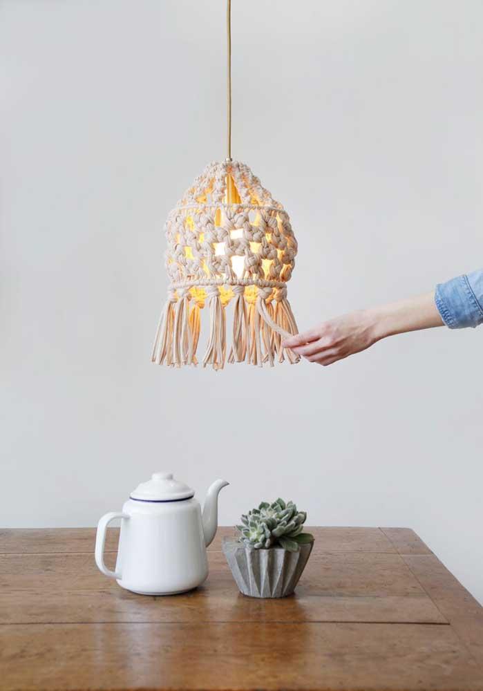 Ás vezes uma luminária já é o suficiente para iluminar o ambiente.
