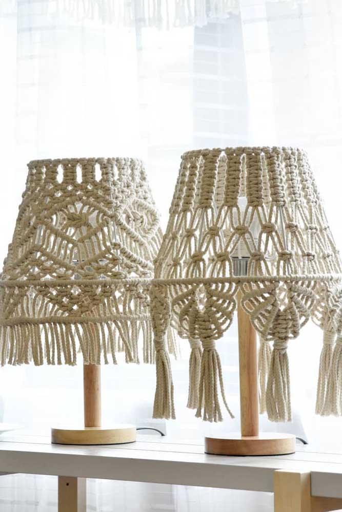Que tal fazer uma luminária de barbante para mesa?