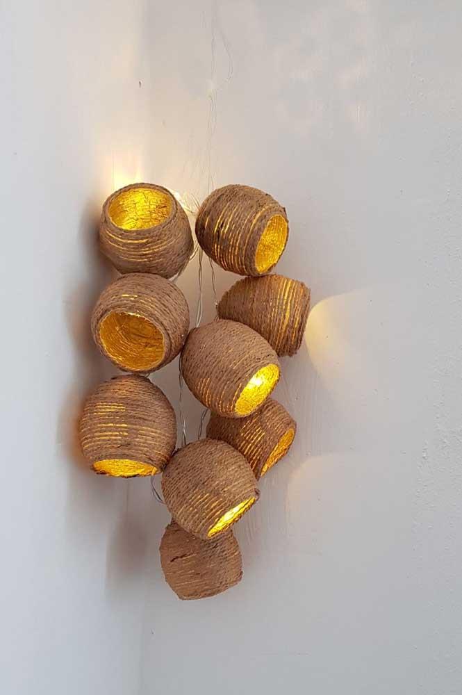 Que tal fazer um conjunto de luminárias de barbante?