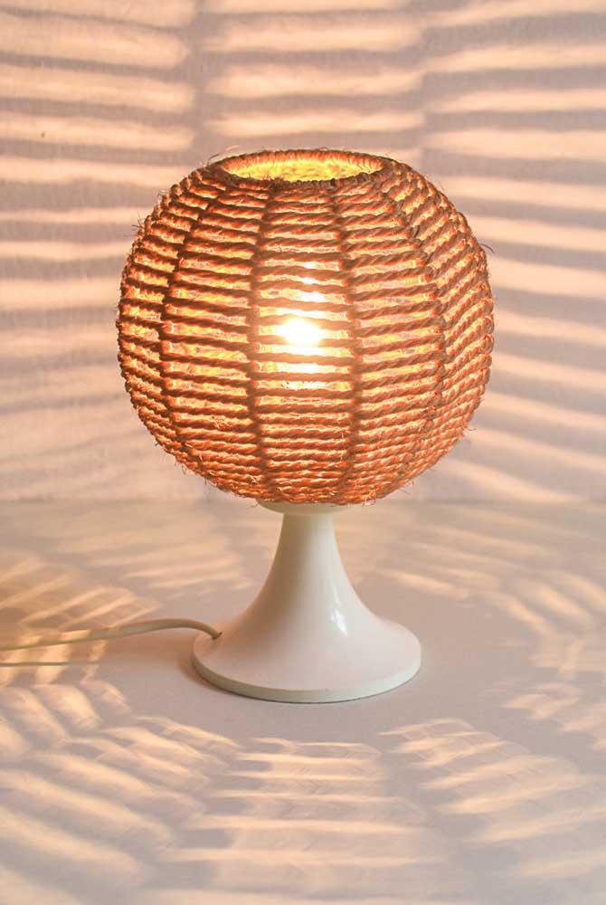 Já a luminária de barbante redonda é uma das mais escolhidas.