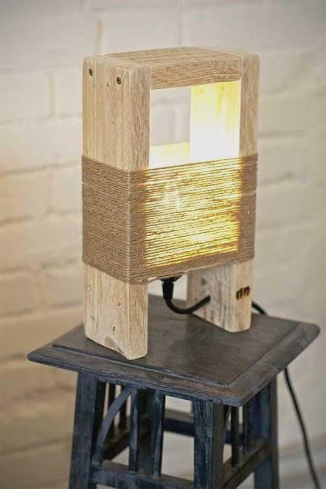 As luminárias feitas com sisal são bastante rústicas.