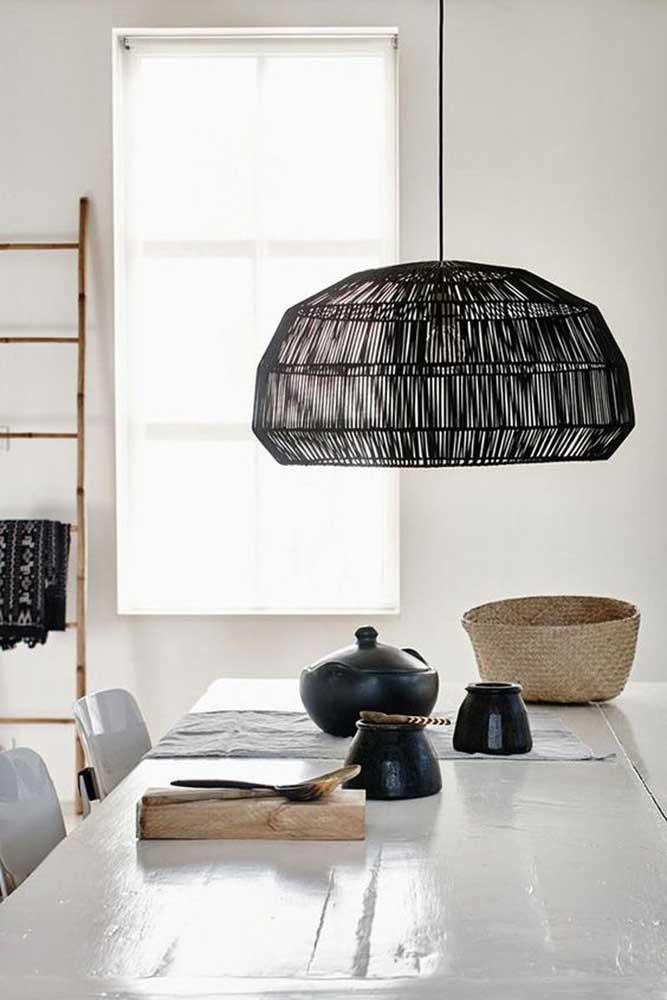 Existem vários formatos de luminária de barbante para você decorar a sua casa.