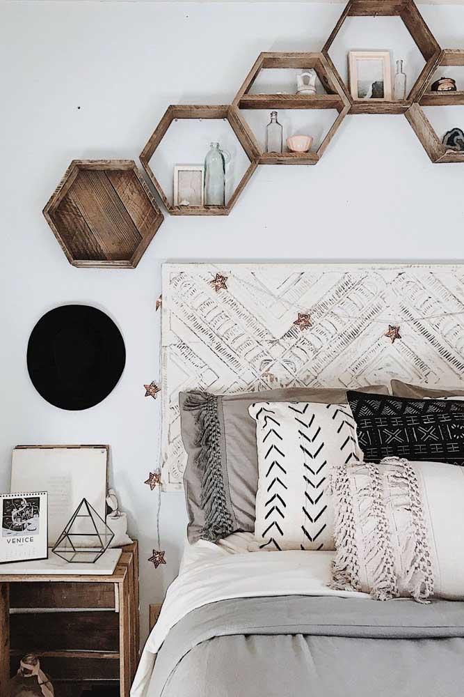 Um detalhe rústico para combinar com o estilo da decoração de quarto feminino.