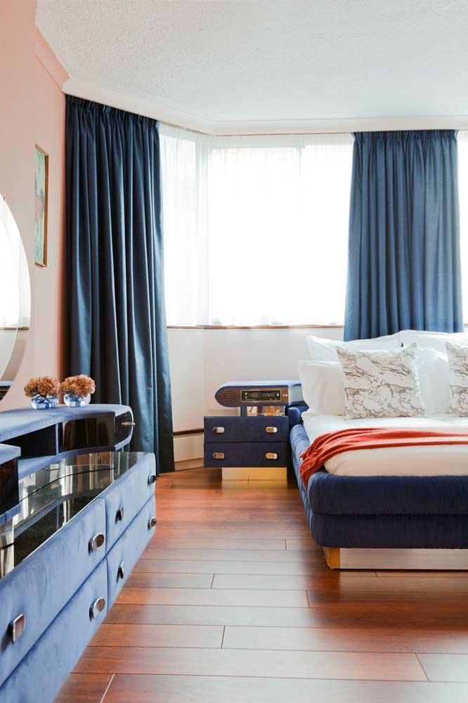 Azul escuro também pode ser uma ótima opção para quarto feminino.