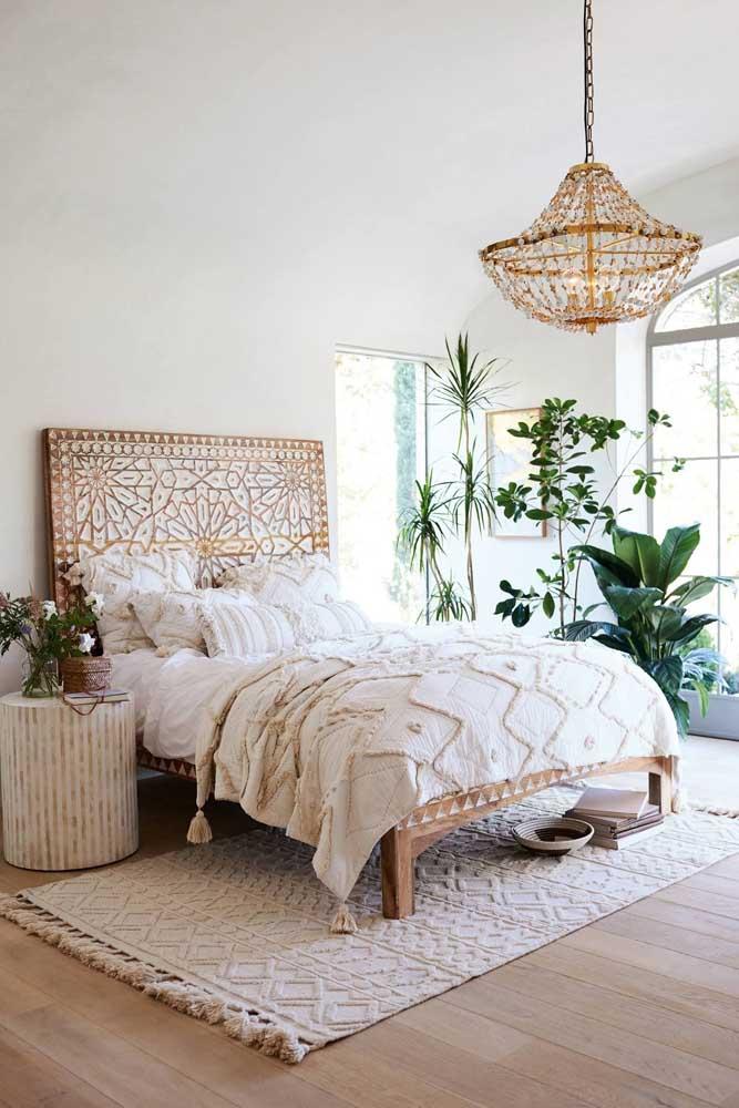 Mas há quem prefira acessórios mais luxuosos na decoração do quarto.