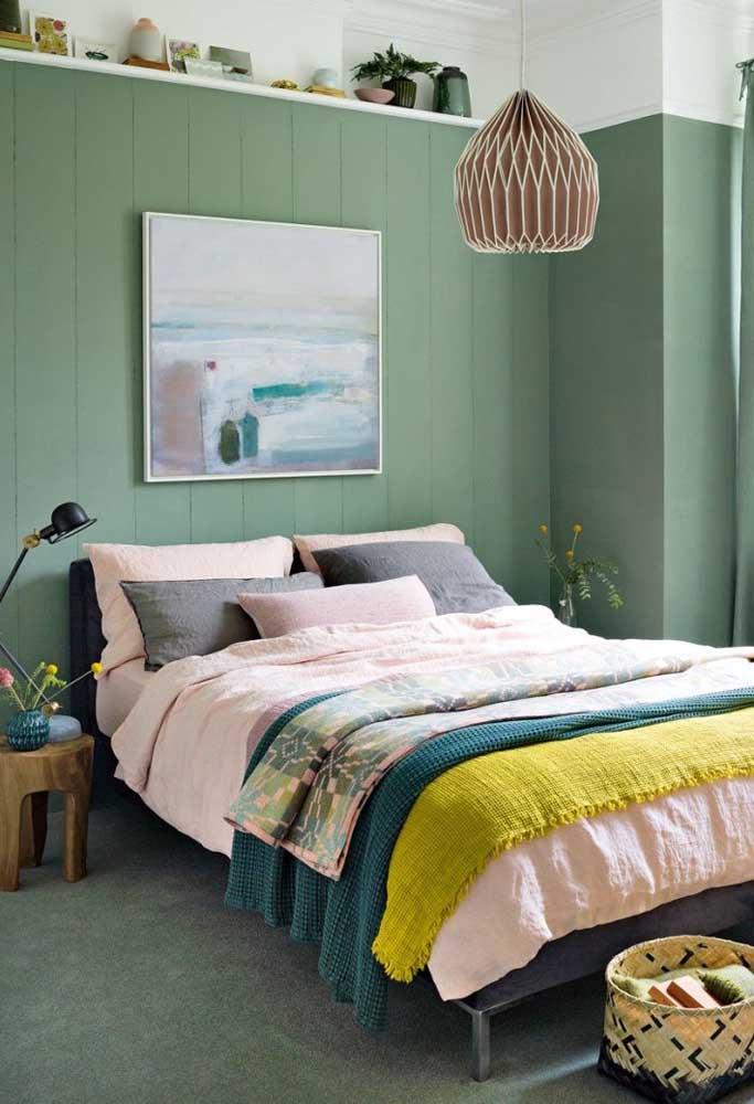 A cor influencia bastante na decoração do quarto pequeno de casal.