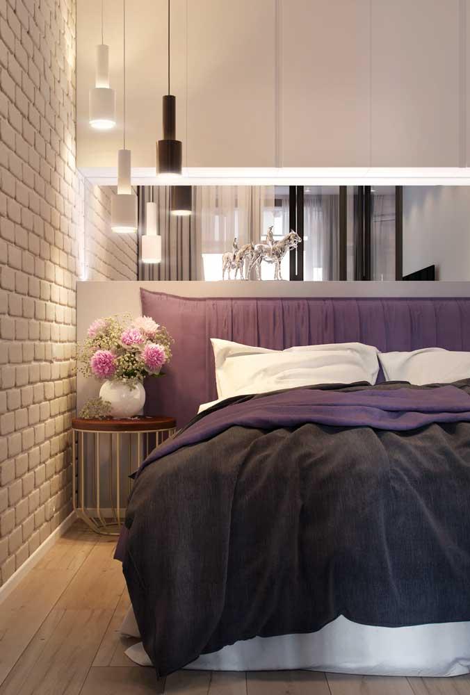 Quer dar profundidade visual ao quarto pequeno? Aposte em móveis com espelho.