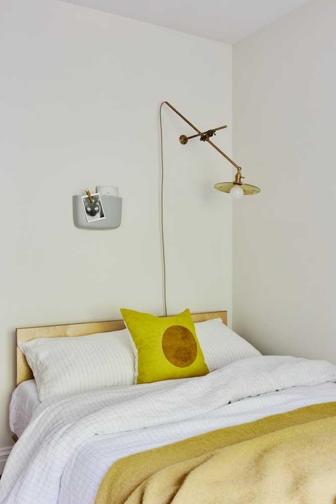 Invista em uma iluminação mais focada em áreas específicas do quarto.