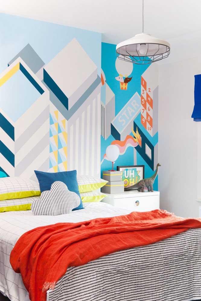 Use e abuse da decoração na parede do quarto pequeno.