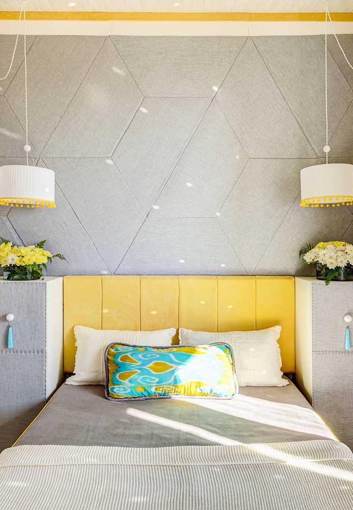 Veja como a combinação das cores amarela e cinza dão o toque especial ao quarto pequeno.