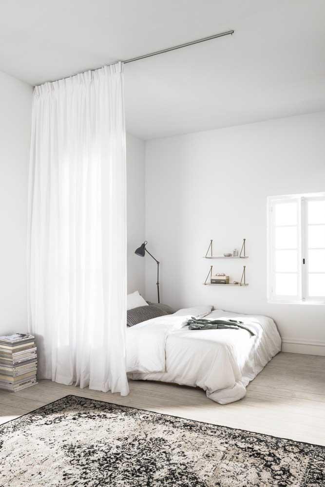 Uma cortina pode ser a divisória de dois cômodos.