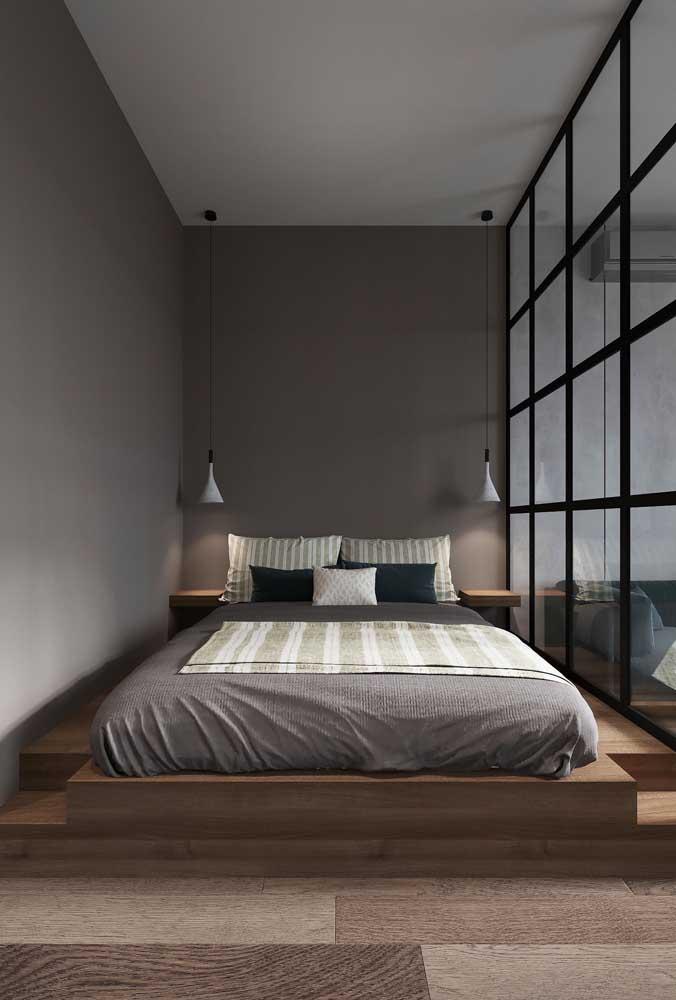 Se você não tem problema com a luz natural, vale investir na parede de vidro. A decoração fica um luxo só.