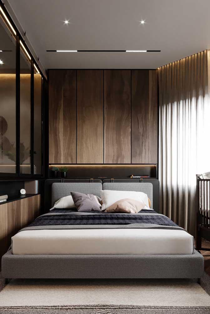 Use apenas os móveis e peças indispensáveis no quarto pequeno.