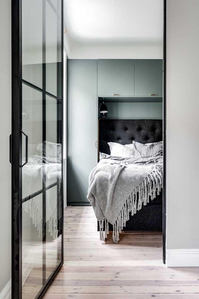 Olha essa porta de vidro que leva para o quarto pequeno. Símbolo de luxo e sofisticação.