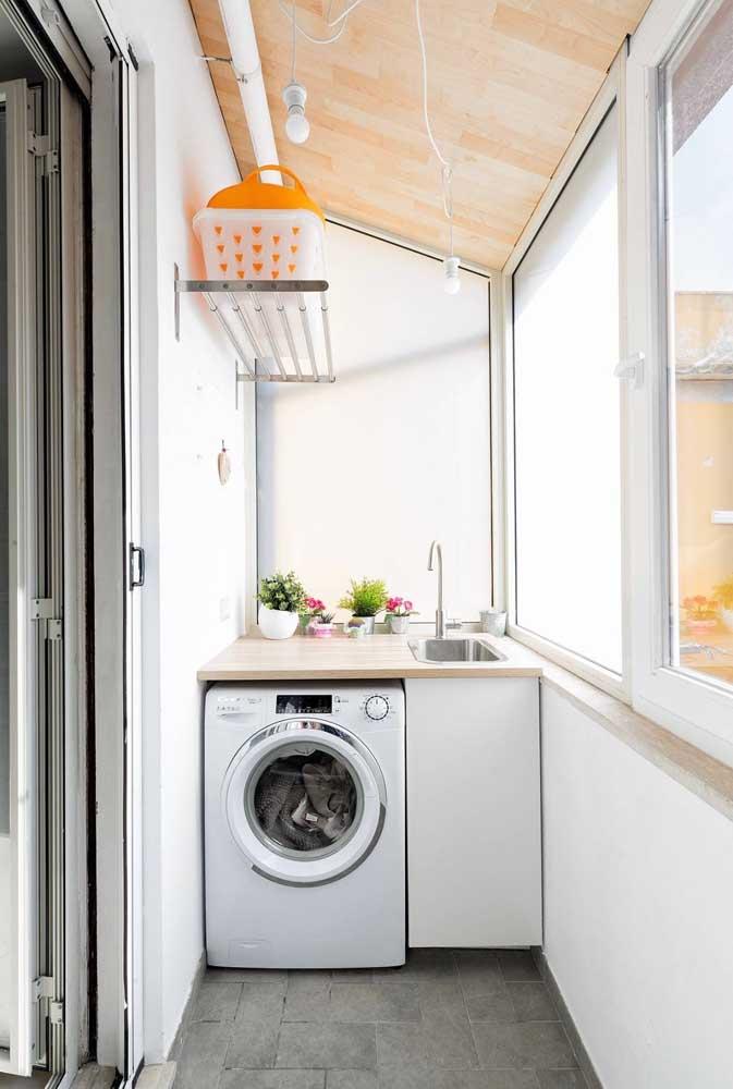 A sacada do apartamento pode ser uma boa alternativa para área de serviço pequena externa.