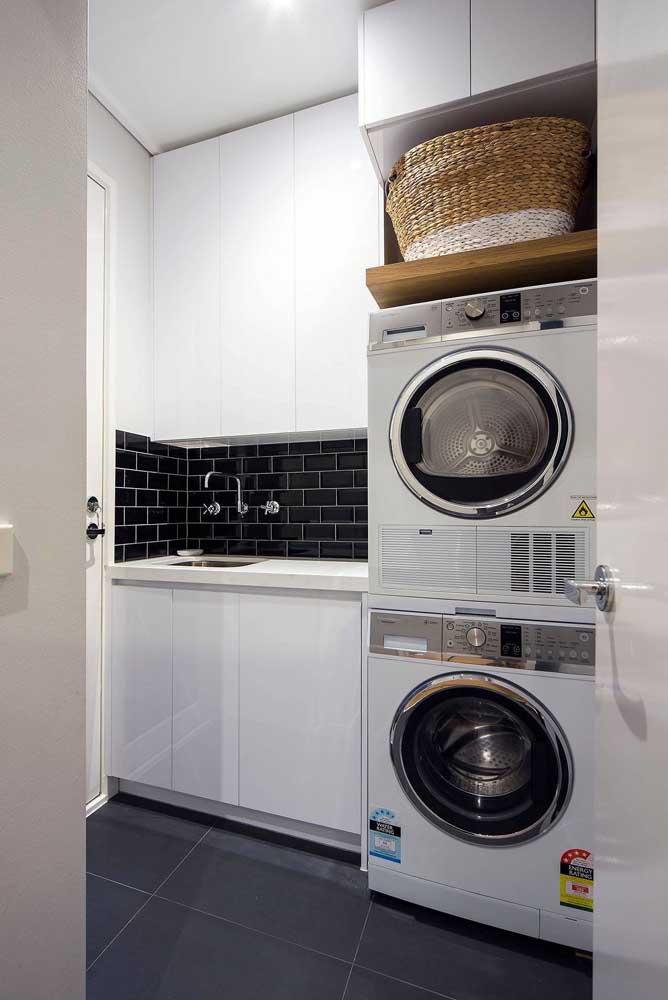 Veja como você pode montar a área de serviço na cozinha sem atrapalhar o espaço.