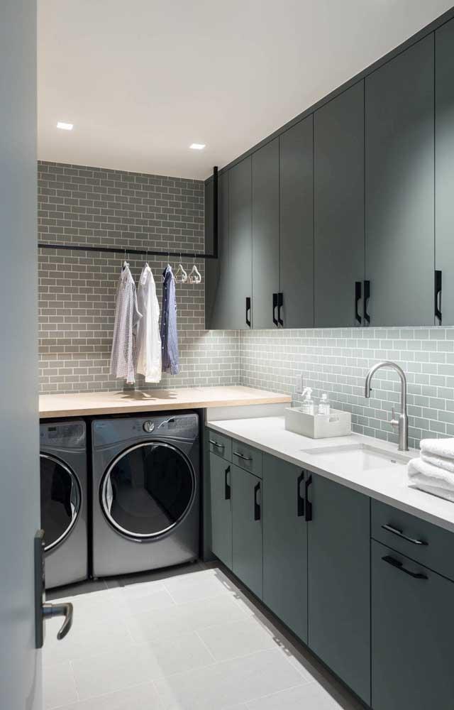 Aposte na área de serviço integrada com a cozinha, mas tente harmonizar o ambiente.