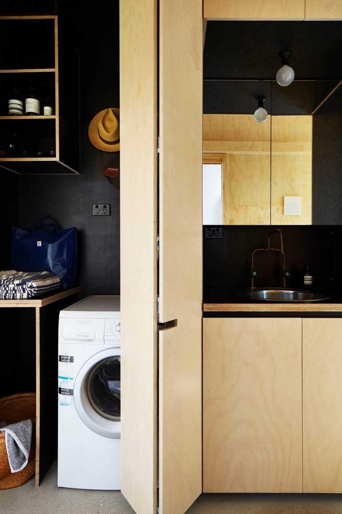 A área de serviço integrada à cozinha é perfeita para quem não tem muito espaço em casa.