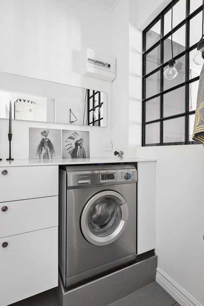 Decore a área de serviço com os itens que representam algo para você como quadros decorativos.