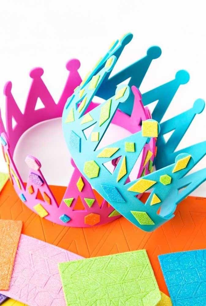 O que acha de fazer uma coroa de artesanato em EVA para o dia dos pais?