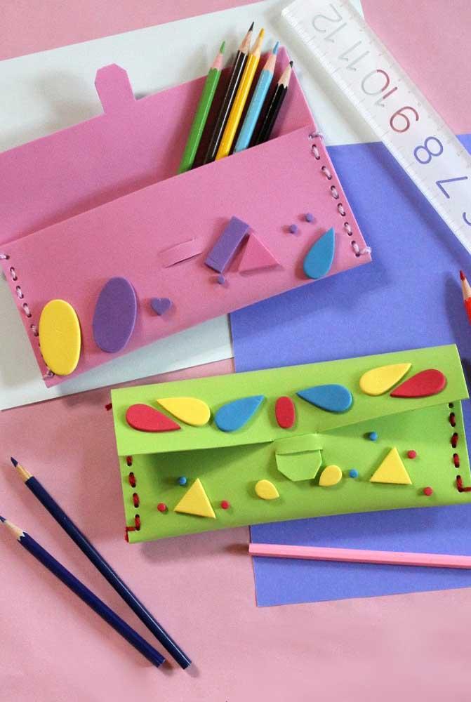 Use o EVA para fazer necessáire ou estojos escolares diferenciados e modernos.