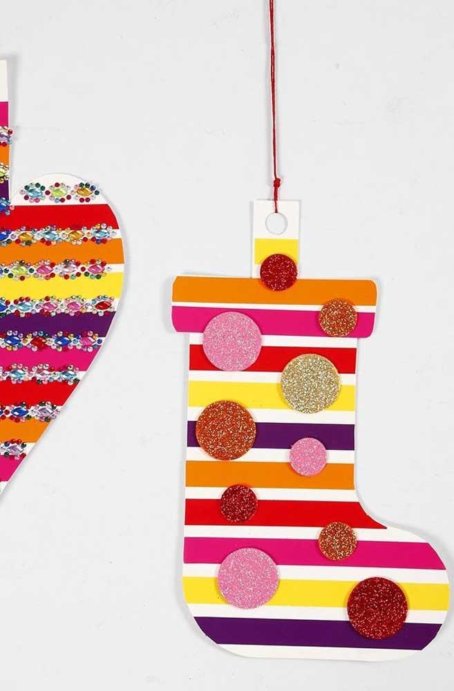 Para fazer enfeites natalinos coloridos e práticos, nada melhor do que usar EVA.