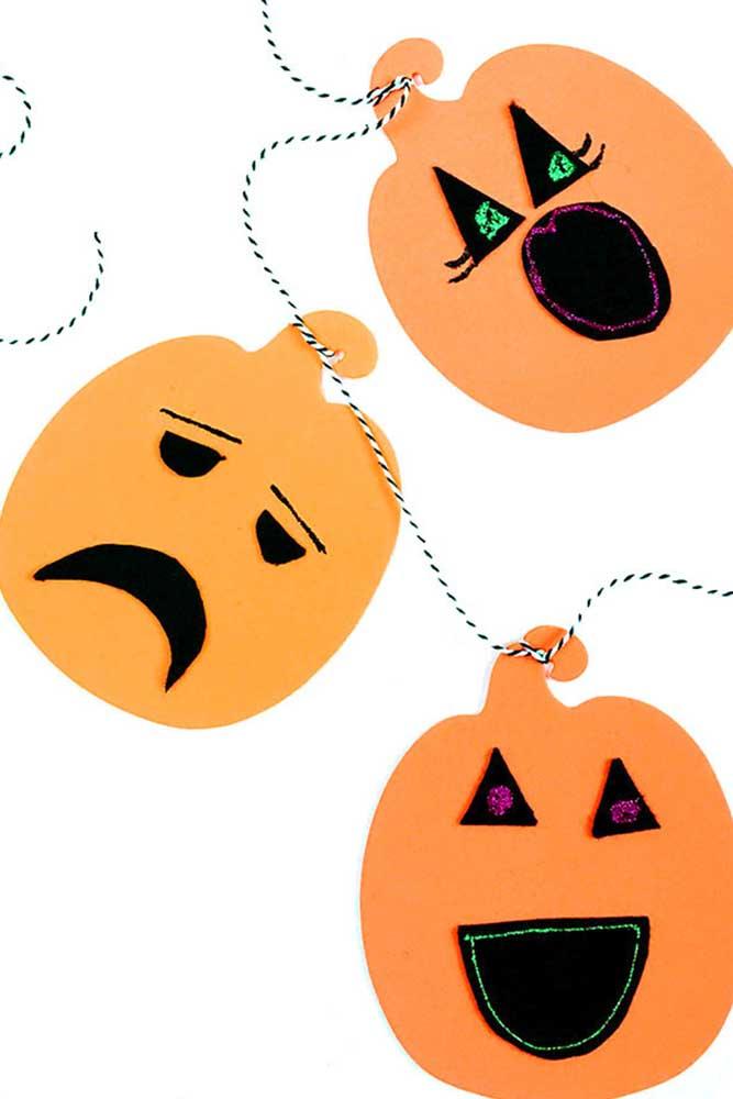 Use o EVA para produzir peças para decorar a festa Halloween.