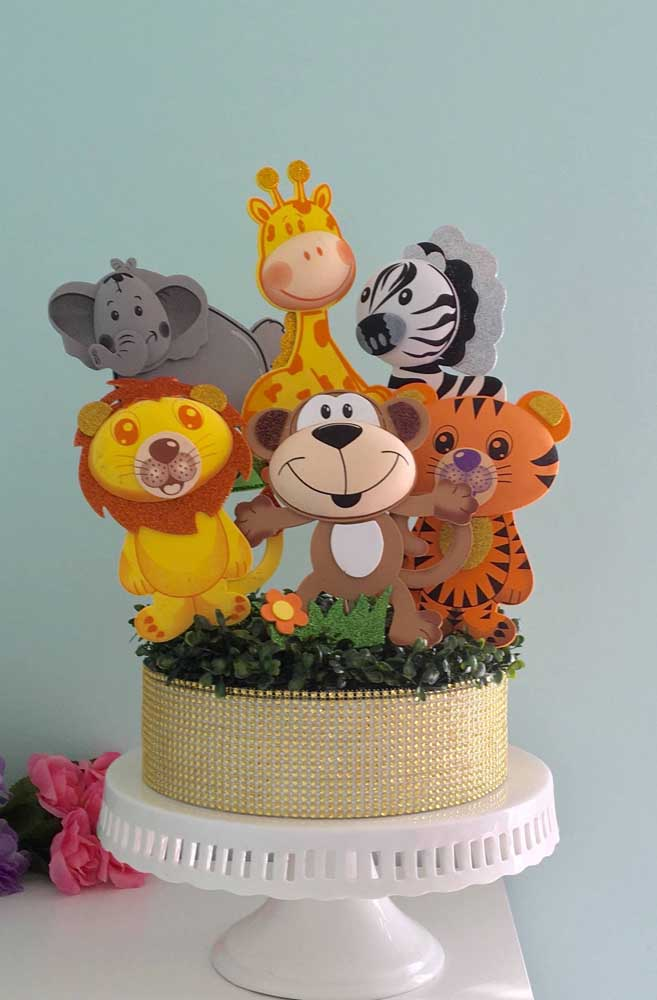 Você sabia que é possível fazer topo de bolo com EVA? Basta usar a criatividade e caprichar na hora de colocar a mão na massa.