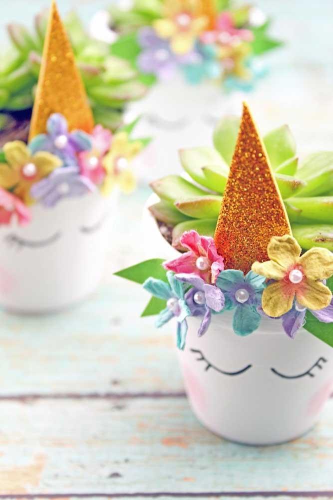 Que vaso de flores mais fofo e delicado feito em EVA.