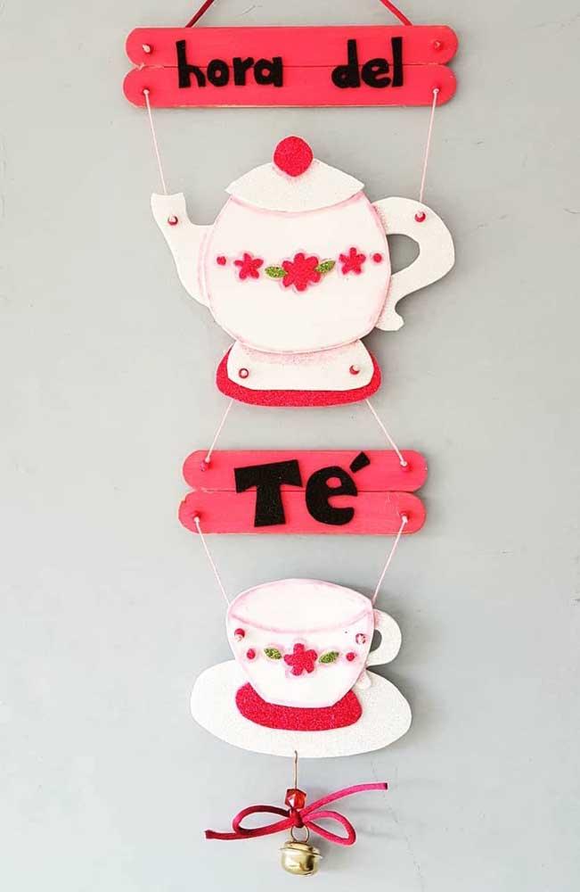 O que acha de fazer uma peça decorativa inspiradora para colocar na sua cozinha?