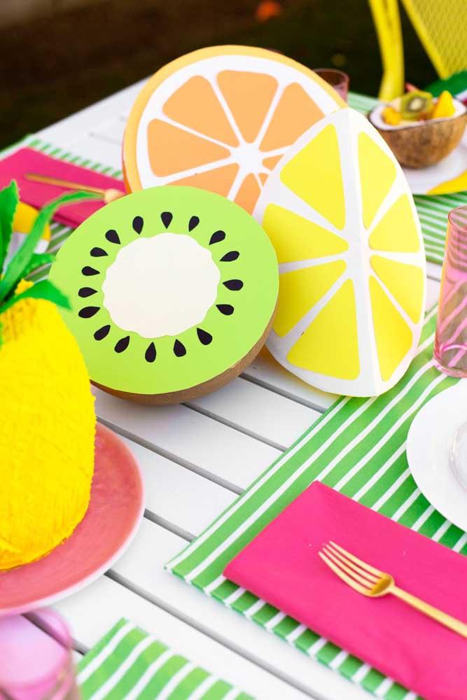 Olha como você pode fazer artesanato em EVA para cozinha e assim deixar o ambiente mais decorado.
