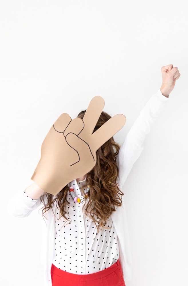 Peça a ajuda das crianças na hora de fazer peças em EVA divertidas e que servem para brincar.