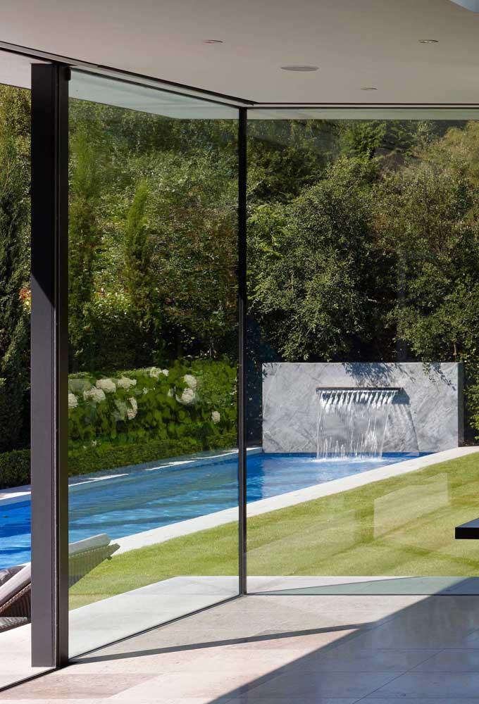 A cascata para piscina é um item perfeito para relaxar em casa.