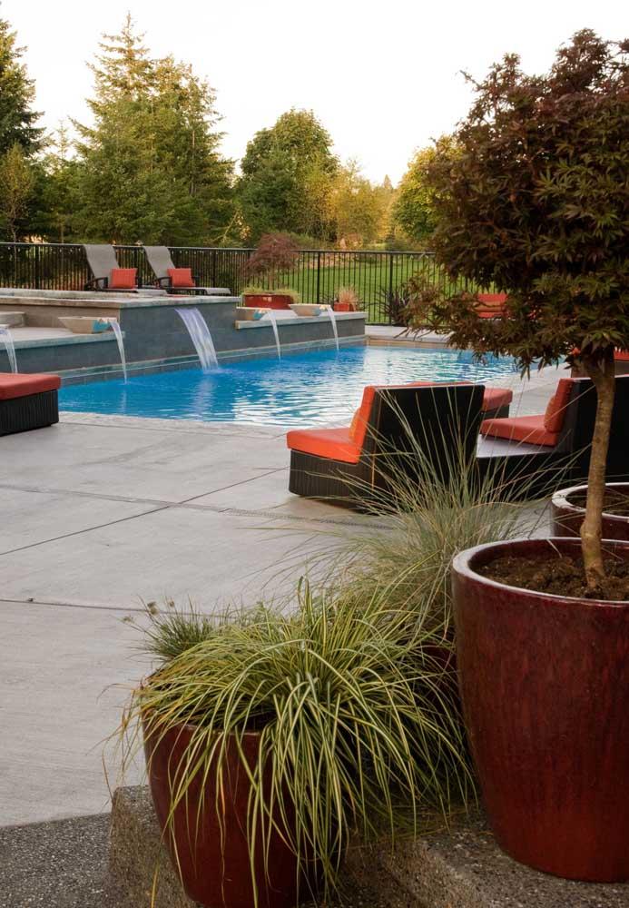 Uma cascata para piscina exige alguns cuidados.