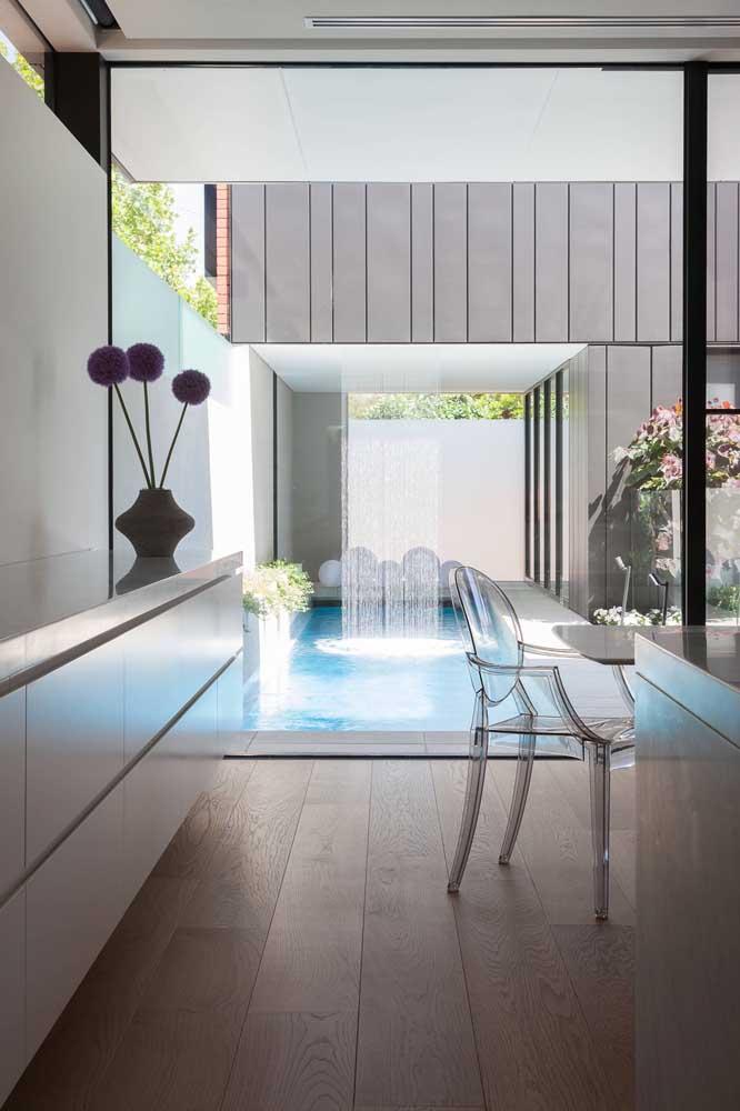 Ainda é possível fazer uma cascata quase transparente para a piscina.