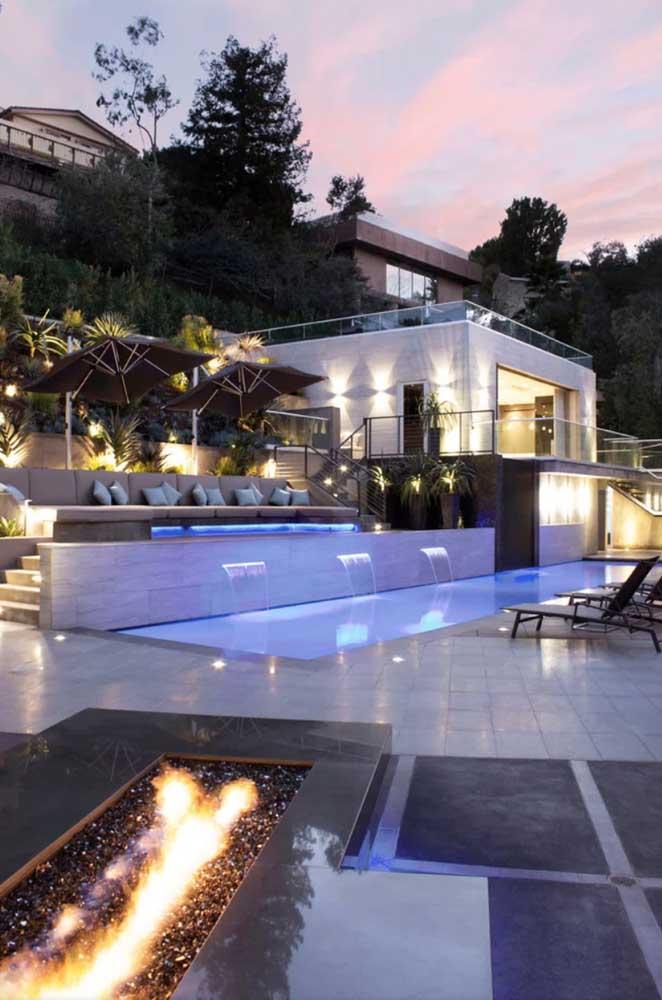 Além disso, a cascata para piscina proporciona um visual mais elegante e moderno.